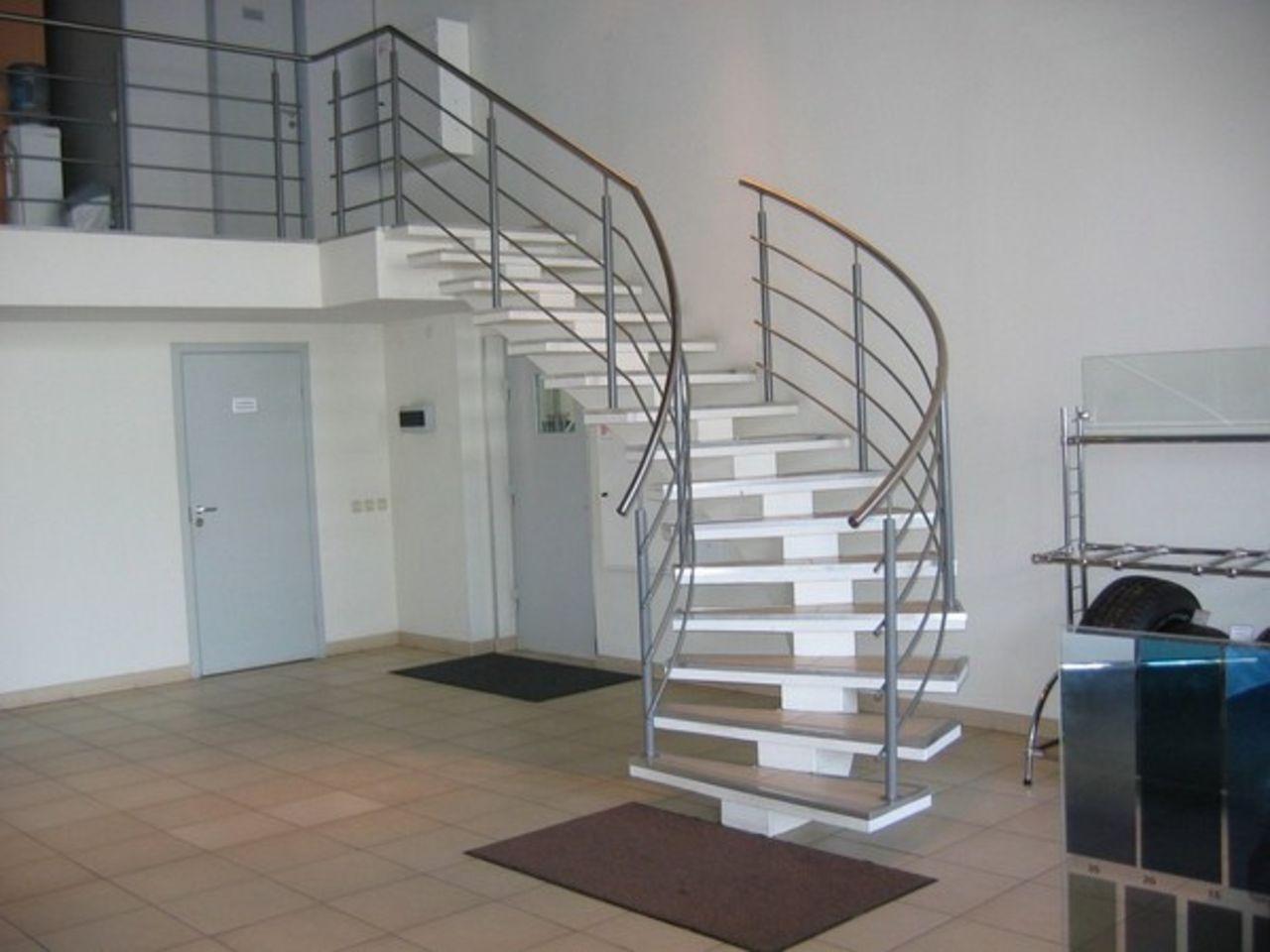 Лестницы на металлическом каркасе фото