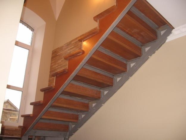 Деревянная лестница своими руками на металлическом каркасе 17