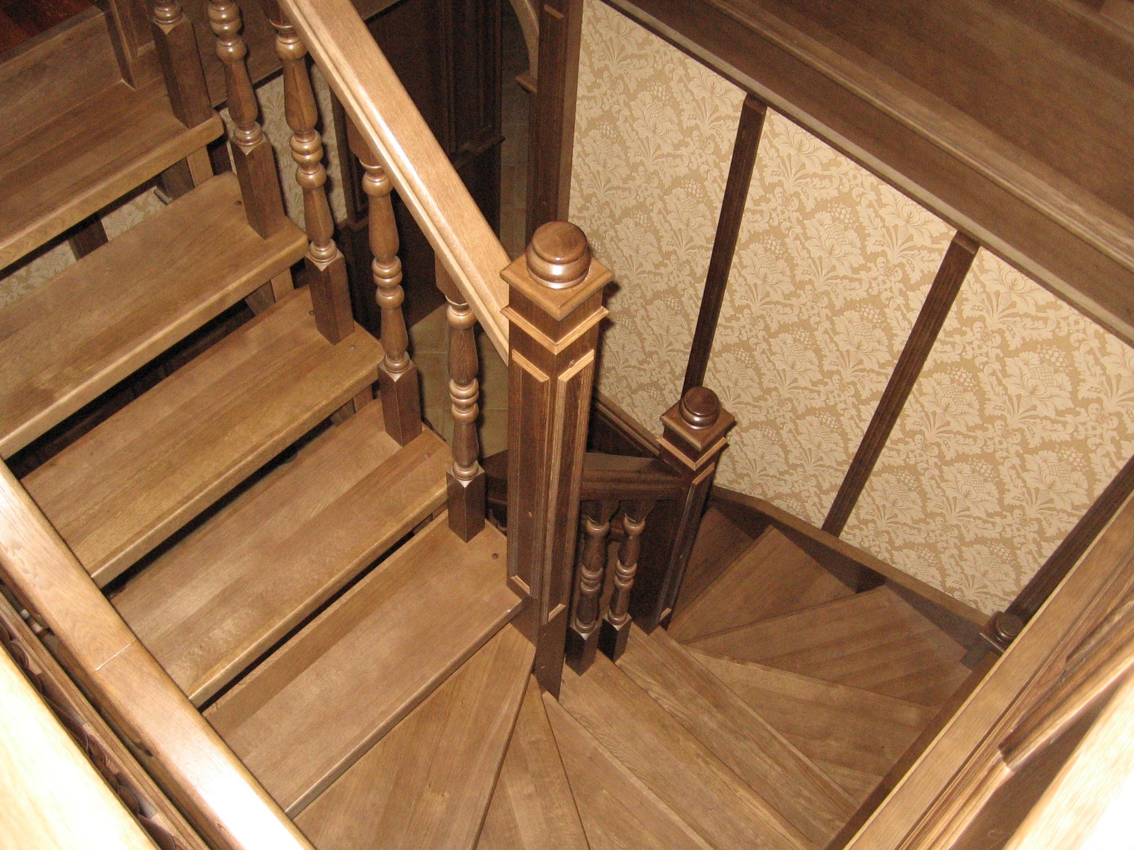 Деревянная лестница с поворотом 180 своими руками