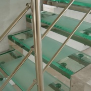 Ступеньки для лестницы из стекла